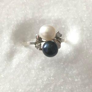 Vantel Pearls Companion Ring Size 8